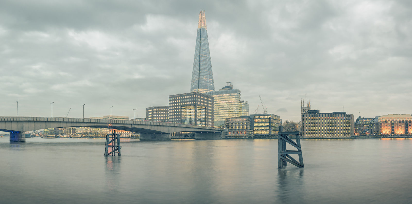 Planate London Acrylic - High-Res London Cityscape